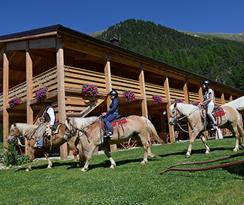 Livigno Family&Kids VISIT TO THE FARM OF UNCLE PAOLO