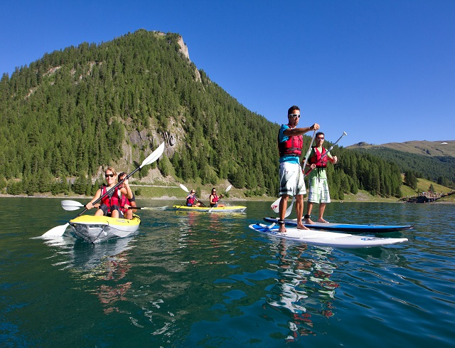 Livigno In Family KAYAK: AN ADVENTURE ON THE LIVIGNO LAKE