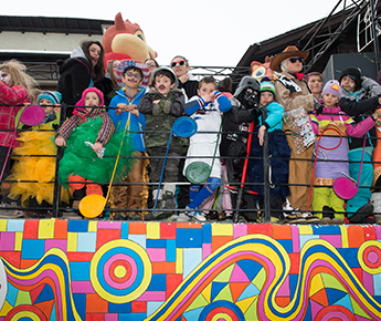 Livigno News AT CARNIVAL, LIVIGNO IS PAINTED IN A THOUSAND COLOURS...