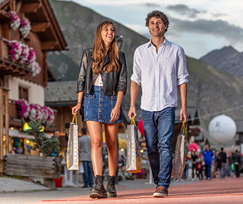 Livigno News BARGAINS AT HIGH ALTITUDE: ADDED TO SHOPPING IN LIVIGNO...