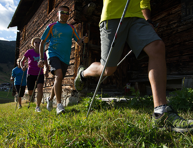 Livigno Attività in Famiglia ESCURSIONE NORDIC WALKING